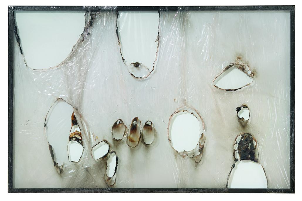 Alberto Burri, Grande bianco plastica, 1964, Plastica (PVC) e combustione su cornice di alluminio, 191,8 x 292,1 cm, Glenstone, © Fondazione Palazzo Albizzini Collezione Burri, Città di Castello/2015 Artists Rights Society (ARS), New York/SIAE, Rome, Fotografia: Tim Nighswander/IMAGING4ART, courtesy Glenstone