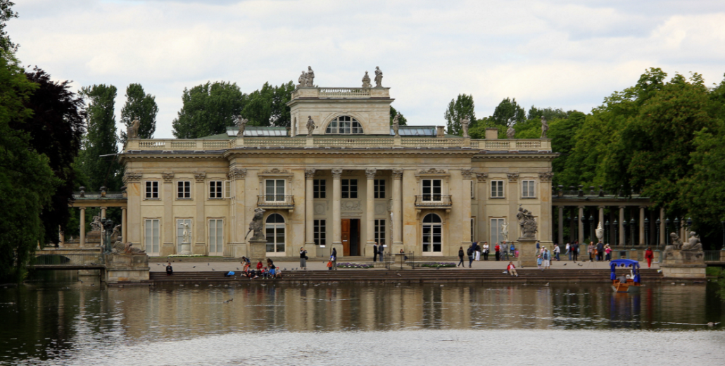 View of Lazienki Palace, to which the looted statue of Diana has now been returned. Photo by Lisia38, licensed under Creative Commons By-ShareAlike 3.0 pl.