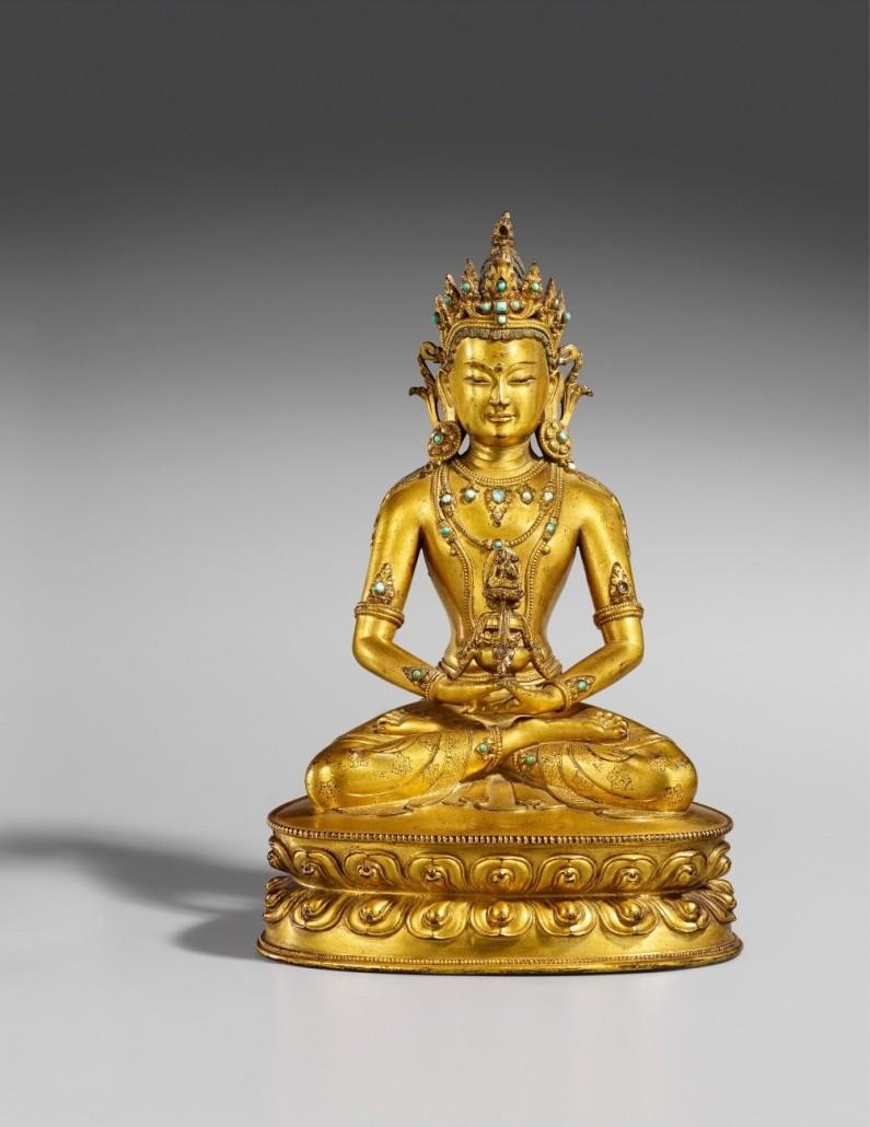 A Buddha Amitayus sitting on a double lotus throne finished at 155,000 euros ($169,200) at the Lempertz Asian auction. Photo courtesy Kunsthaus Lempertz.